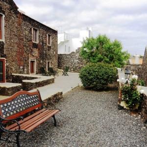 Terraza, fachada Los Peales